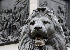 Estatua de un león, Trafalgar Square, Londres fotografía de archivo libre de regalías