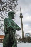Estatua de un trabajador en Berlín Fotografía de archivo
