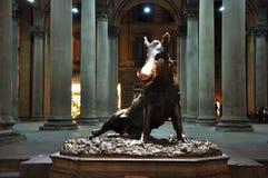 Estatua de un verraco como símbolo de Florencia fotos de archivo