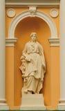 Estatua de una mujer Fotos de archivo libres de regalías