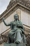 Estatua de una mujer en la columna Bruselas del congreso Imagenes de archivo