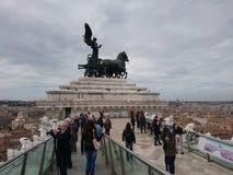 Estatua de visita turístico de excursión de Roma fotos de archivo libres de regalías
