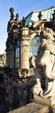 Estatua de Zwinger Semperbau Fotos de archivo libres de regalías