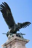 Estatua del águila, palacio real de Budapest, Hungría Fotos de archivo