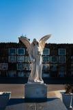 Estatua del ángel en el cementerio de Montjuic Fotos de archivo
