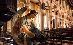 Estatua del ángel en la iglesia de Maephra Patisonti Niramon Church, provincia de Chanthaburi, Tailandia Foto de archivo libre de regalías
