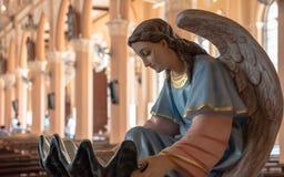 Estatua del ángel en Maephra Patisonti Niramon Church, provincia de Chanthaburi, Tailandia Imagen de archivo libre de regalías