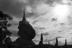 Estatua del ángel que adora la pagoda de Buda Imagen de archivo