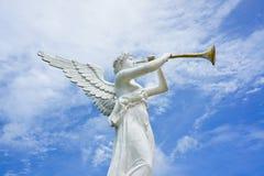 Estatua del ángel y de la trompeta Fotos de archivo