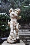 Estatua del ángulo en el invierno Nevado Imágenes de archivo libres de regalías