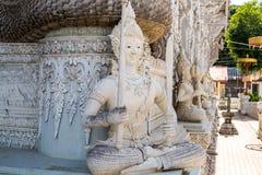 Estatua del ángulo en el templo Imagen de archivo