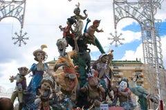 Estatua del arte del cartón piedra de Las Fallas antes de la quema en Valencia imagen de archivo