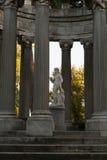 Estatua del Bacchus en una columna Imagen de archivo
