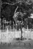 Estatua del bailarín en una fuente Imagen de archivo libre de regalías