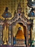 Estatua del bebé Buda en la pagoda, paya, lago Birmania, Myanmar Inle Imagen de archivo
