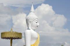 Estatua del blanco de Buda Imágenes de archivo libres de regalías
