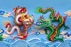 Estatua del dragón de dos chinos fotografía de archivo