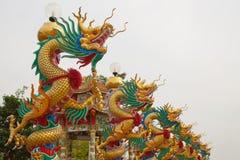 Estatua del dragón en pilar Fotografía de archivo