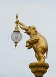 Estatua del elefante de la lámpara Imágenes de archivo libres de regalías