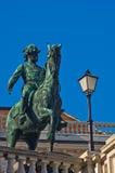 Estatua del emperador Franz Joseph de Austria en un caballo en el centro de la ciudad de Viena fotos de archivo libres de regalías