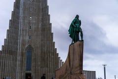 Estatua del explorador Leif Eriksson en Reykjavik Imagen de archivo libre de regalías