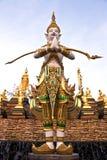 Estatua del guarda del personal en el templo Fotos de archivo