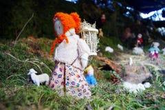 Estatua del heno que lleva de la mujer Foto de archivo