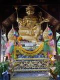 Estatua del Hinduismo o phrom del phra en Tailandia imagenes de archivo