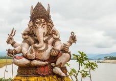 Estatua del indu de Ganesh en el río el Mekong Fotos de archivo libres de regalías
