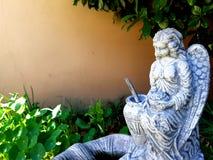 Estatua del jardín del ángel Foto de archivo libre de regalías
