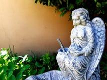 Estatua del jardín del ángel Imágenes de archivo libres de regalías