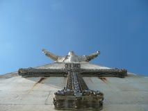 Estatua del Jesucristo en cielo azul Imagen de archivo libre de regalías