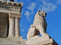 Estatua del león en Budapest Imagenes de archivo