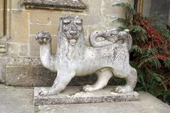 Estatua del león en el castillo del cercado en Yarpole, Leominster, Herefordshire, Inglaterra Fotografía de archivo