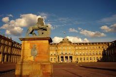 Estatua del león en el nuevo castillo en Stuttgart Imagen de archivo