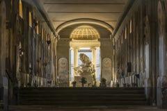 Estatua del león dentro del cementerio viejo Foto de archivo libre de regalías