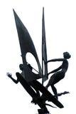 Estatua del metall de las personas que practica surf en fondo aislado blanco Imagen de archivo libre de regalías