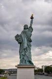 Estatua del modelo de la libertad en París Imágenes de archivo libres de regalías