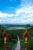 Estatua del Naga encima de la escalera Foto de archivo