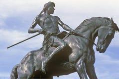 Estatua del nativo americano en la alta ciudad de la milla de Denver, Colorado Foto de archivo