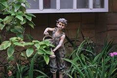 Estatua del niño Fotos de archivo