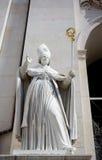Estatua del obispo foto de archivo