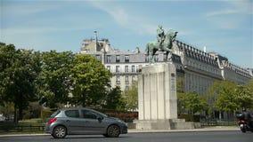Estatua del ordenar Ferdinand Foch París, Francia almacen de metraje de vídeo