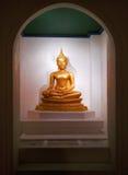 Estatua del oro de Buda Imagen de archivo libre de regalías