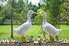 Estatua del pato en la pared en Wat Phra Prathon Chedi Imagenes de archivo