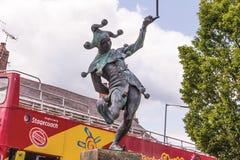 Estatua del payaso en el centro de la ciudad fotografía de archivo libre de regalías