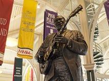 Estatua del rey del BB de la leyenda del rock-and-roll en Memphis Visitors Centre en Tennessee los E.E.U.U. foto de archivo