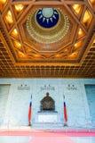 Estatua del ` s de Chiang Kai-shek de Chiang Kai-shek Memorial Hall en la ciudad de Taipei, Taiwán Imagen de archivo libre de regalías