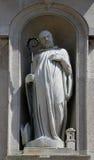 Estatua del santo, iglesia de San Juan Evangelista Parma Italia Foto de archivo libre de regalías