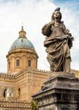 Estatua del santo Sylvia alrededor de la catedral de Palermo, Italia fotografía de archivo libre de regalías